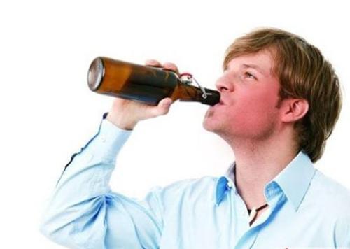痛风患者不能喝白酒能喝葡萄酒吗?