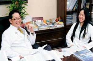 林孝义教授与类风湿性关节炎之友协会病友亲切交谈