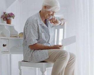 冬天风湿病侵袭老年人的身体,会有哪些症状产生?